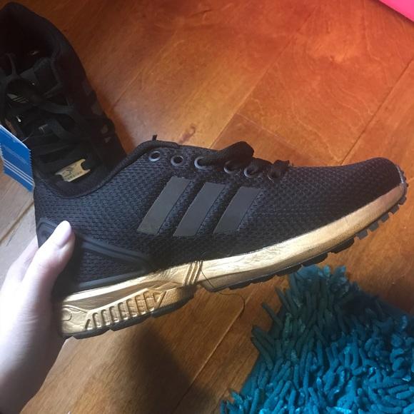 Le Adidas Torsione Di Colore Nero E Oro In Poshmark
